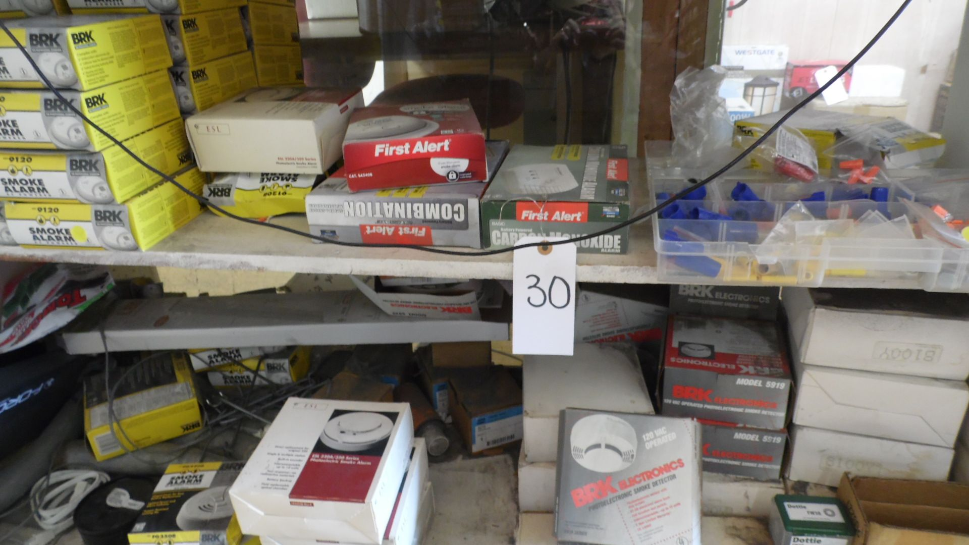 Lot 30 - WIRE NUTS / SMOKE ALARMS