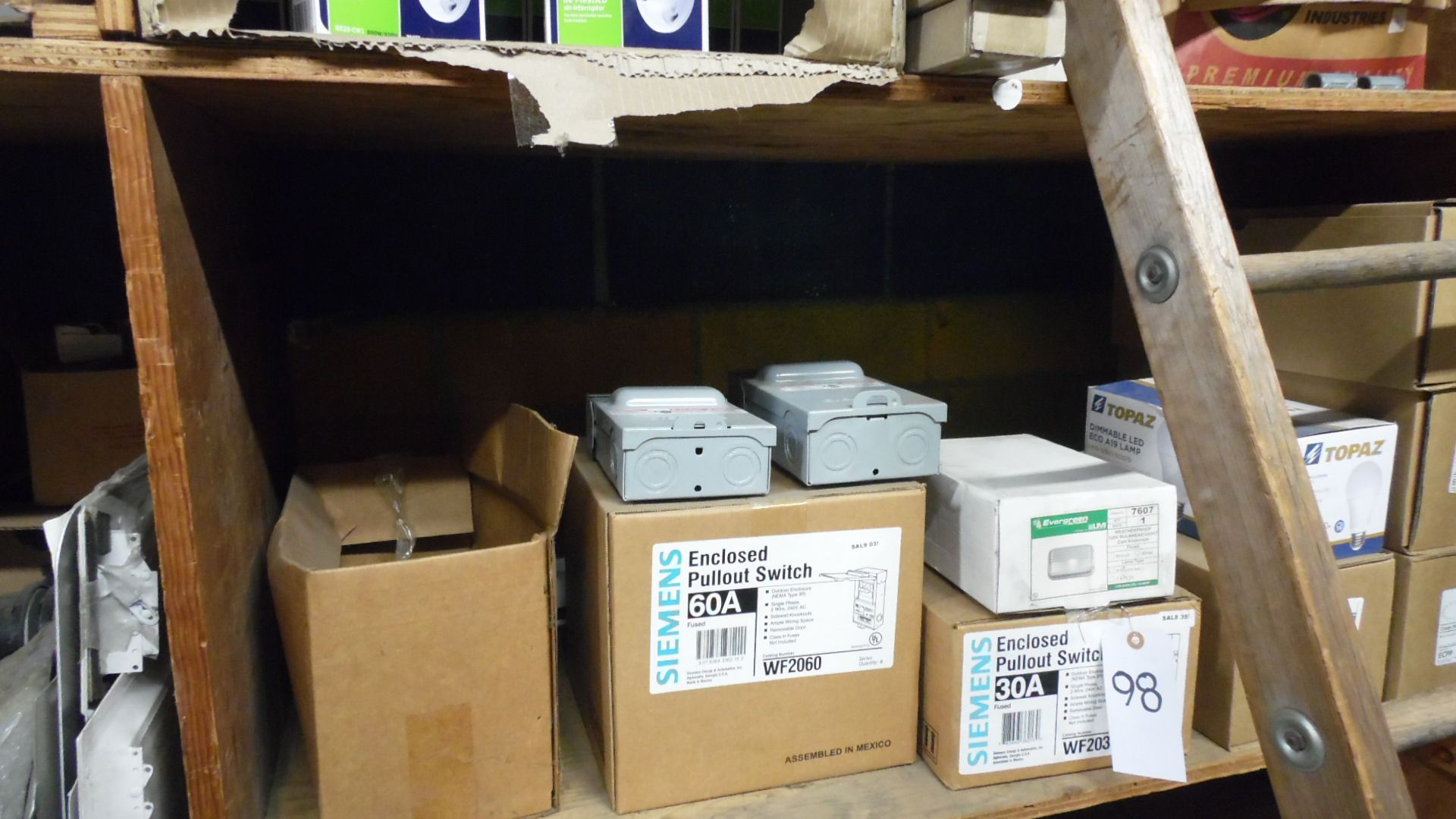 Lot 98 - SIEMENS PULLOUT SWITCHES / POWER OUTLETS