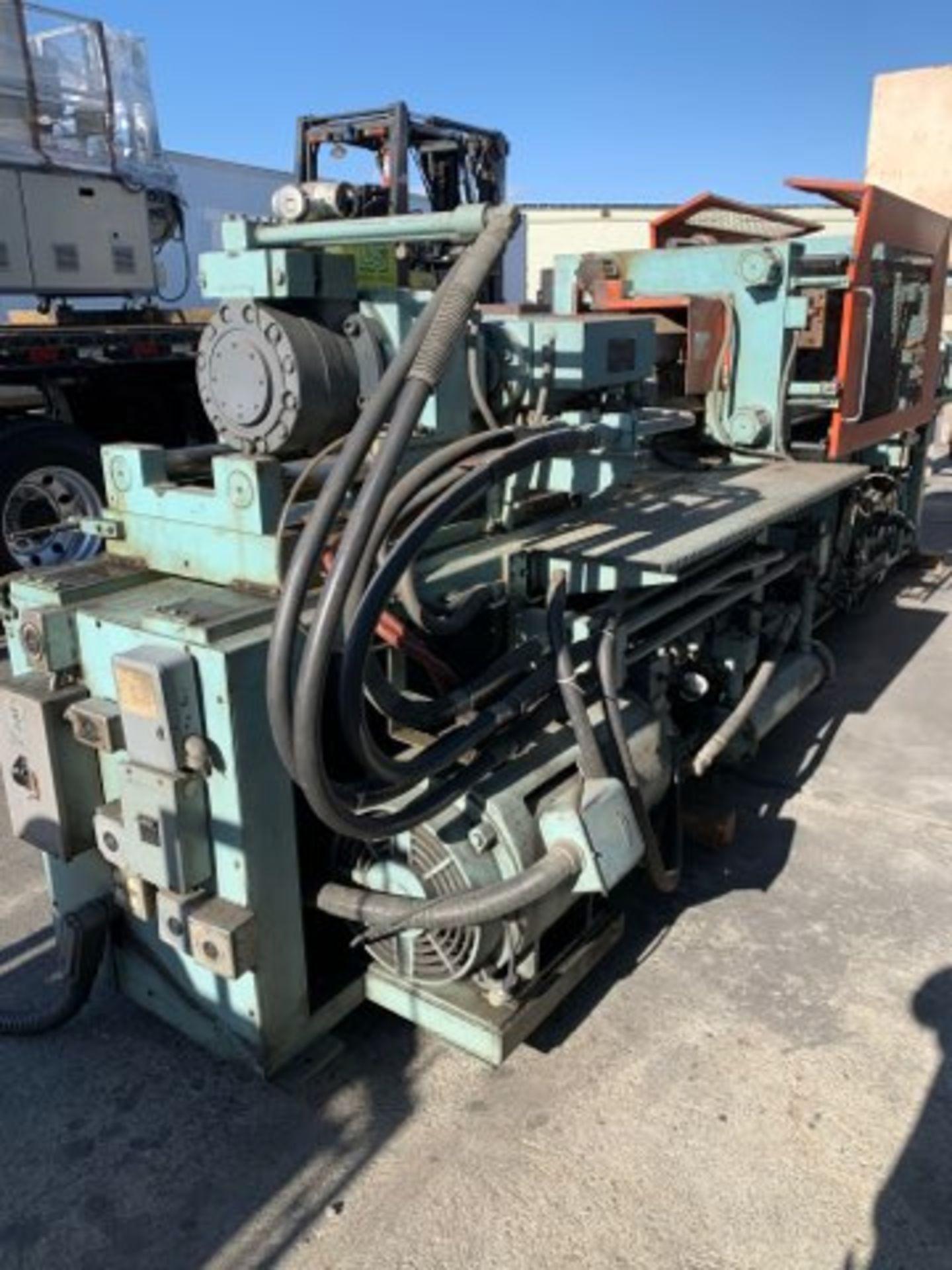 225 TON TOSHIBA ISC225 INJECTION MOLDING MACHINE - Image 2 of 4