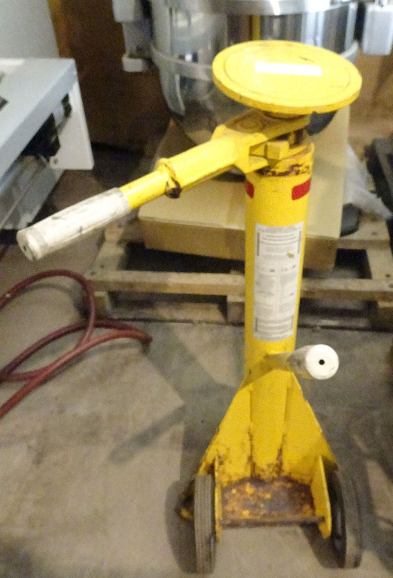Lot 2 - T&S Equipment Trailer Stabilizing Jack. Static Capacity 80,000 lbs.