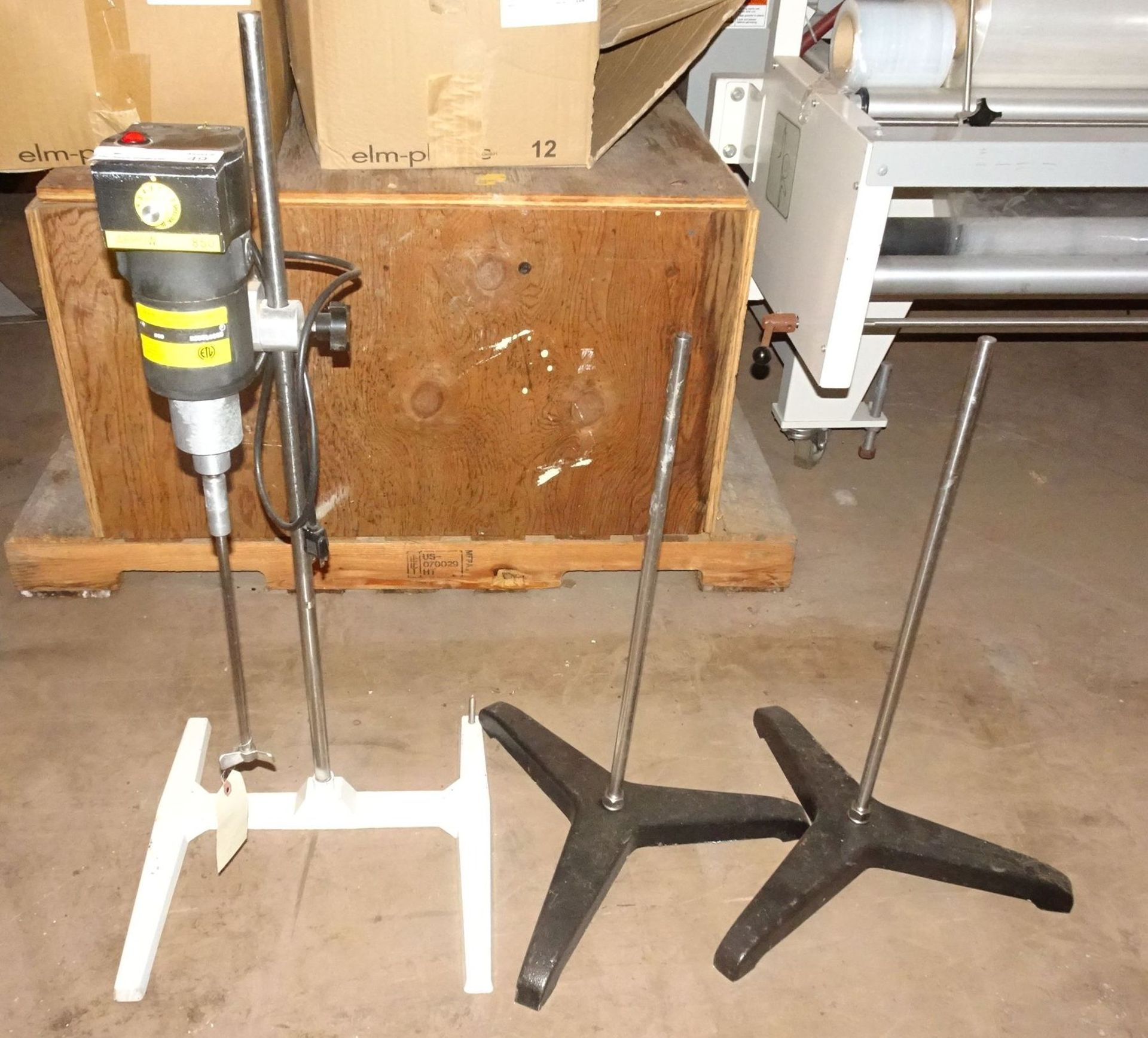 "Lot 22 - Arrow 850 Lab Stand Mixer with 36"" Stand, (2) 27"" Lab Stands"