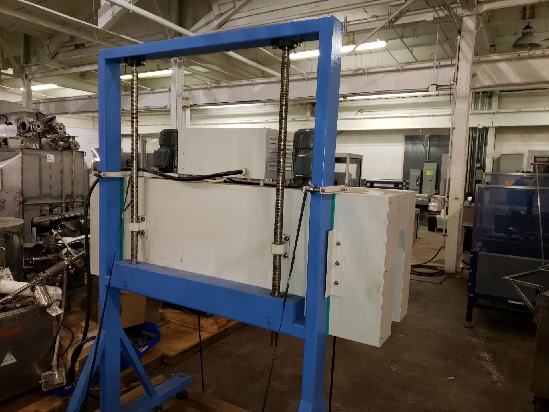 "Lot 38 - Heat shrink wrap tunnel, 60"" long x 6"" wide heated area, manual height adjustment, with controls,"
