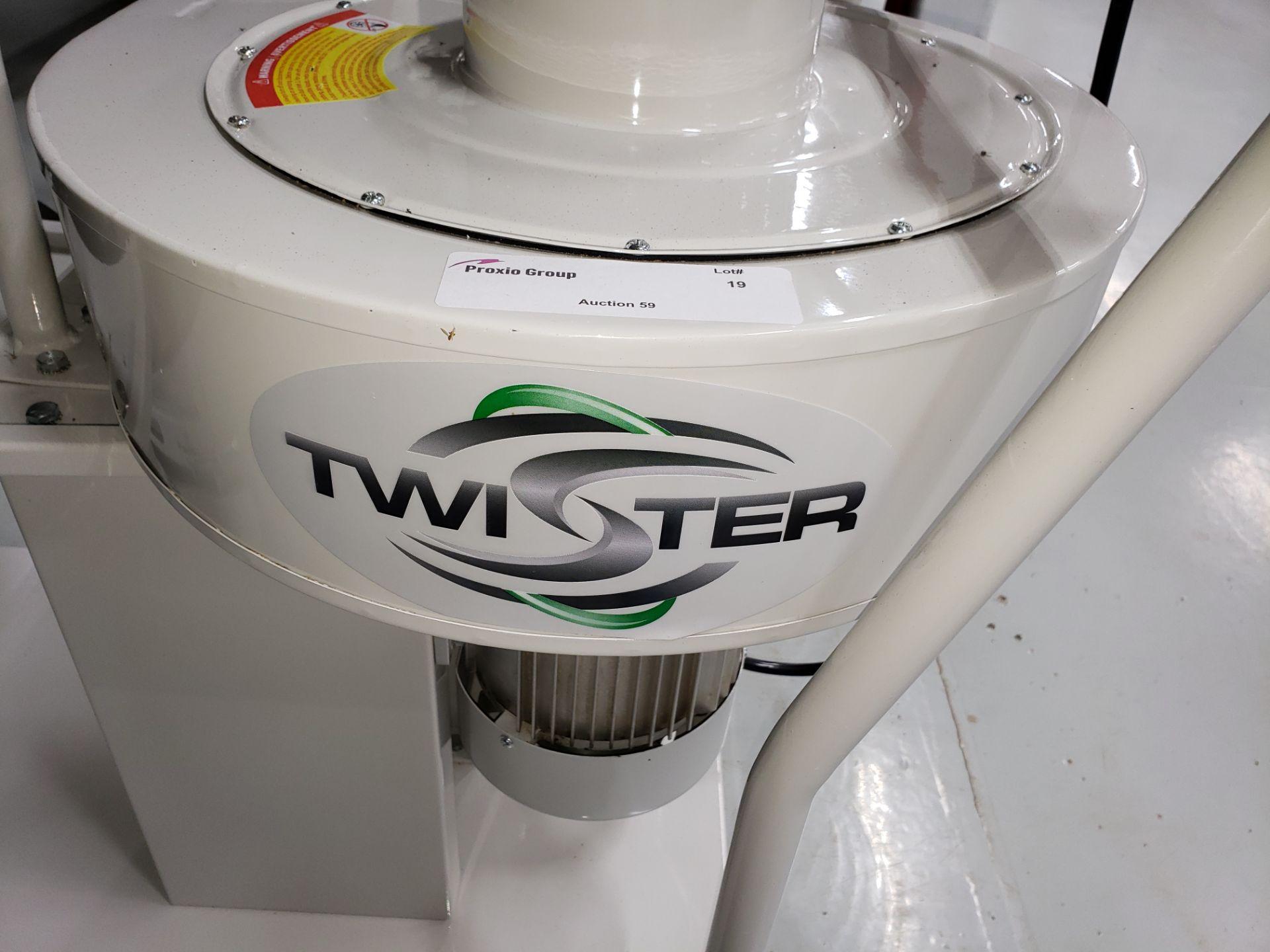 Lot 19 - Twister Model CS-18 Trimsaver Collector,