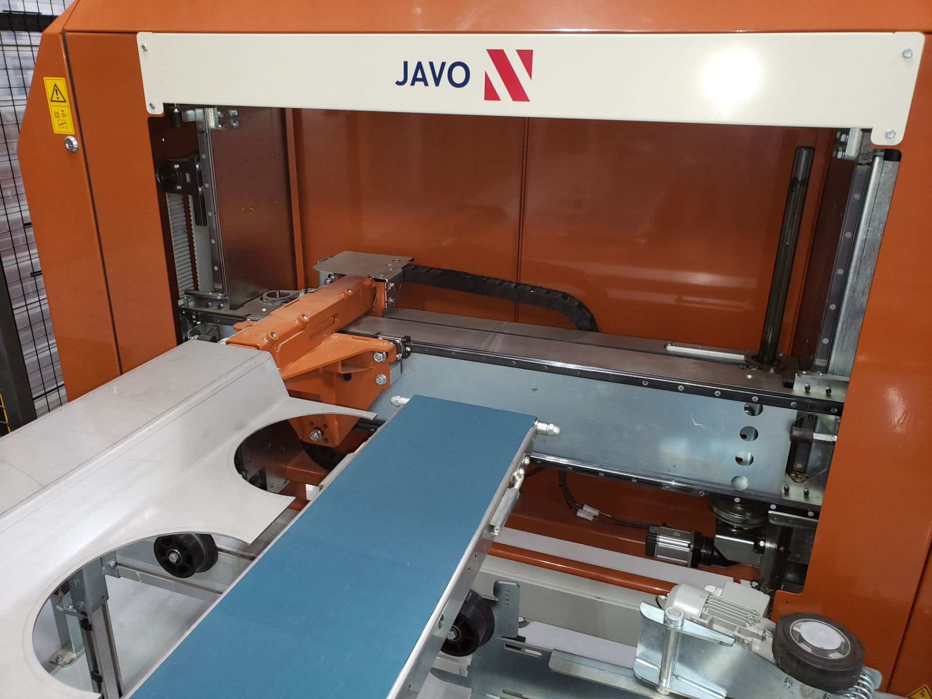"""Lot 17 - Javo Compact Pick and Place Robot w/ Associated conveyors for 6"""" & 10"""" Plant Pots"""
