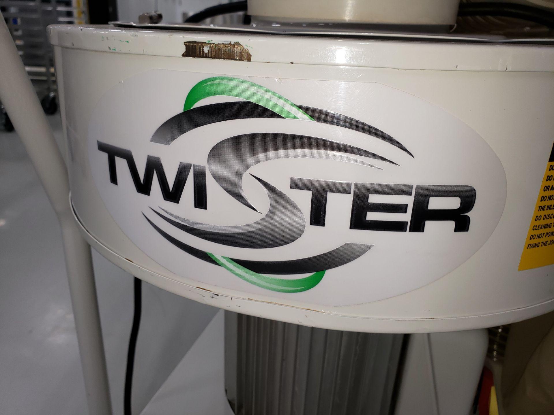 Lot 29 - TWISTER MODEL CS-18 TRIMSAVER COLLECTOR