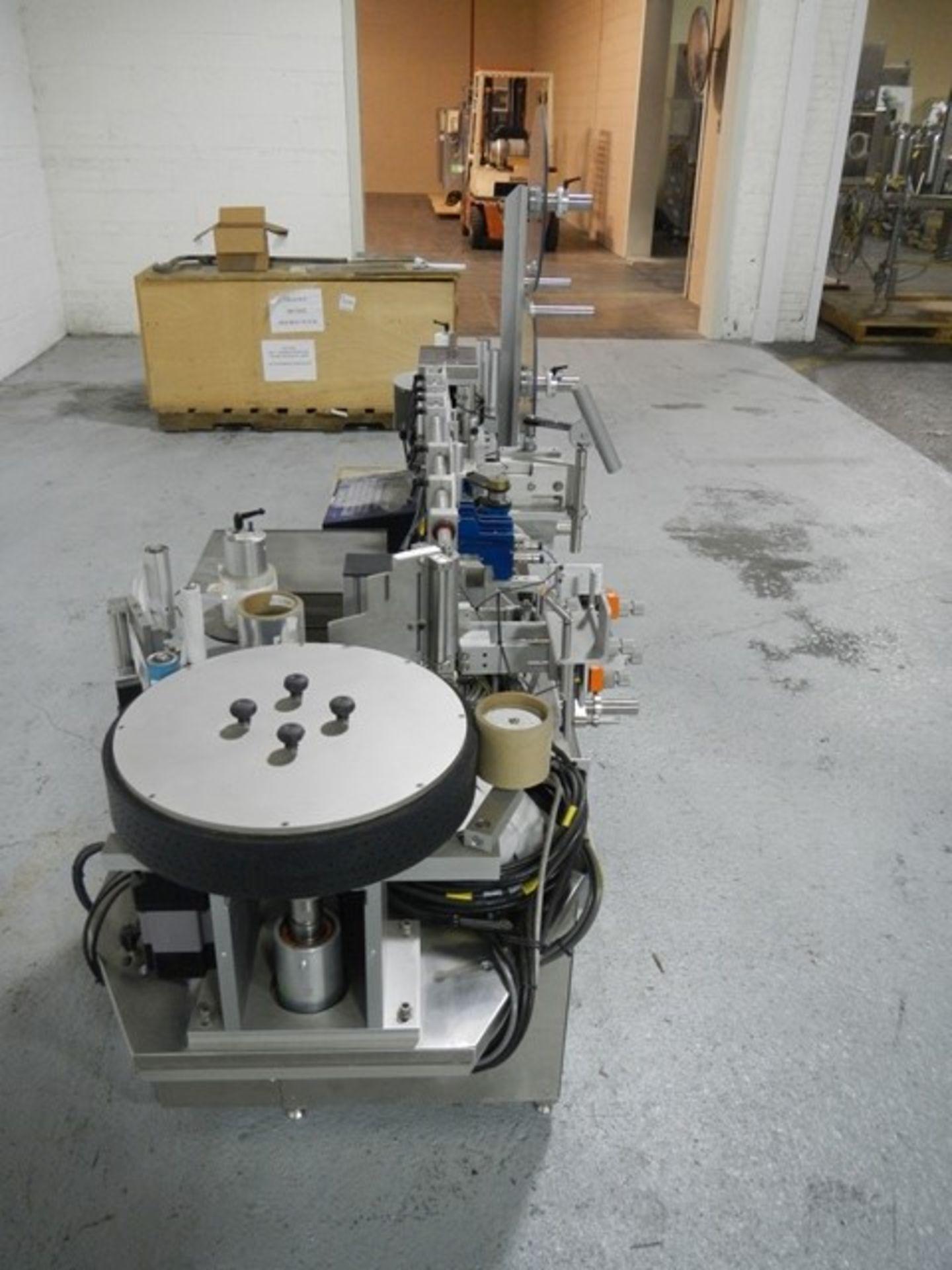 Lot 6 - Weiler wrap around labeler, model LA-3000L, for square bottles, 3 panel wrap