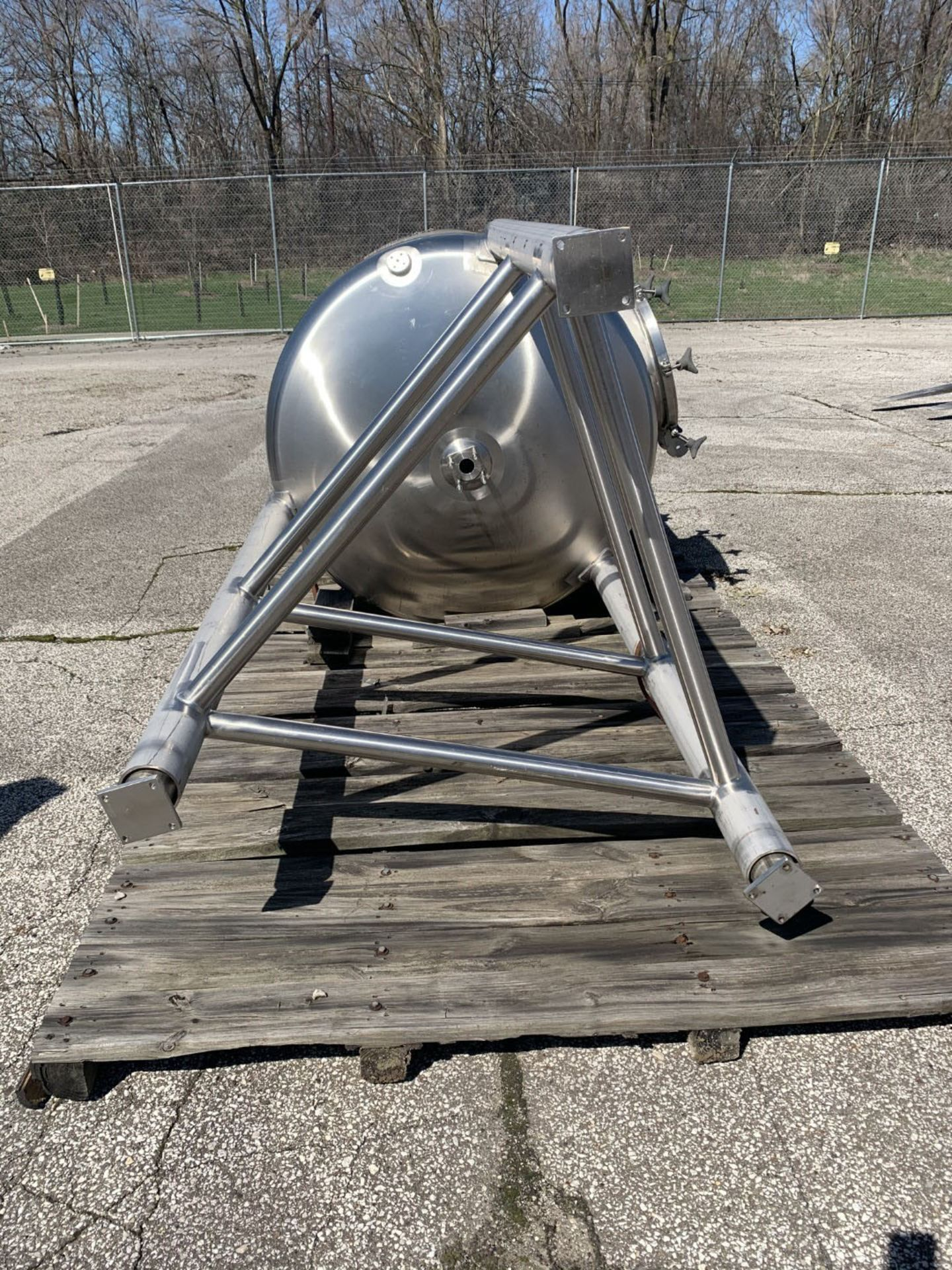 Lot 25 - 550 gallon Lee receiver tank, model 550DBT, stainless steel construction