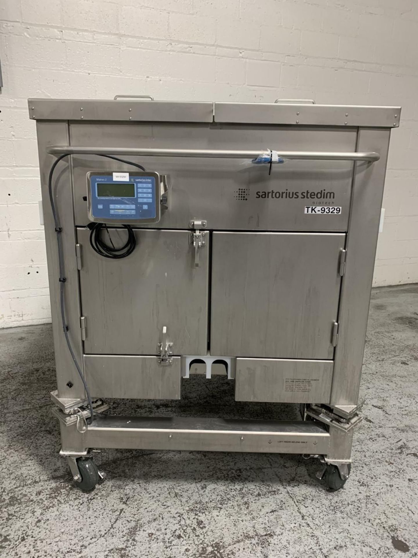 Lot 7 - 1000 Liter Sartorius ETO Palletank, 304 stainless steel with load cells and readout