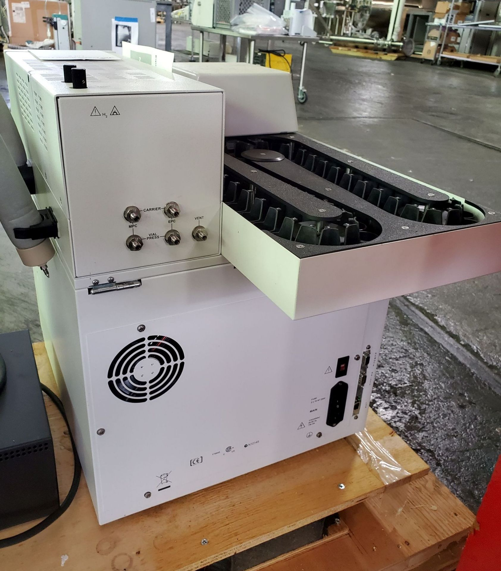 Lot 19 - Agilent Headspace Sampler, model G1888, 115/230 volt, with controls, serial# IT00703003.