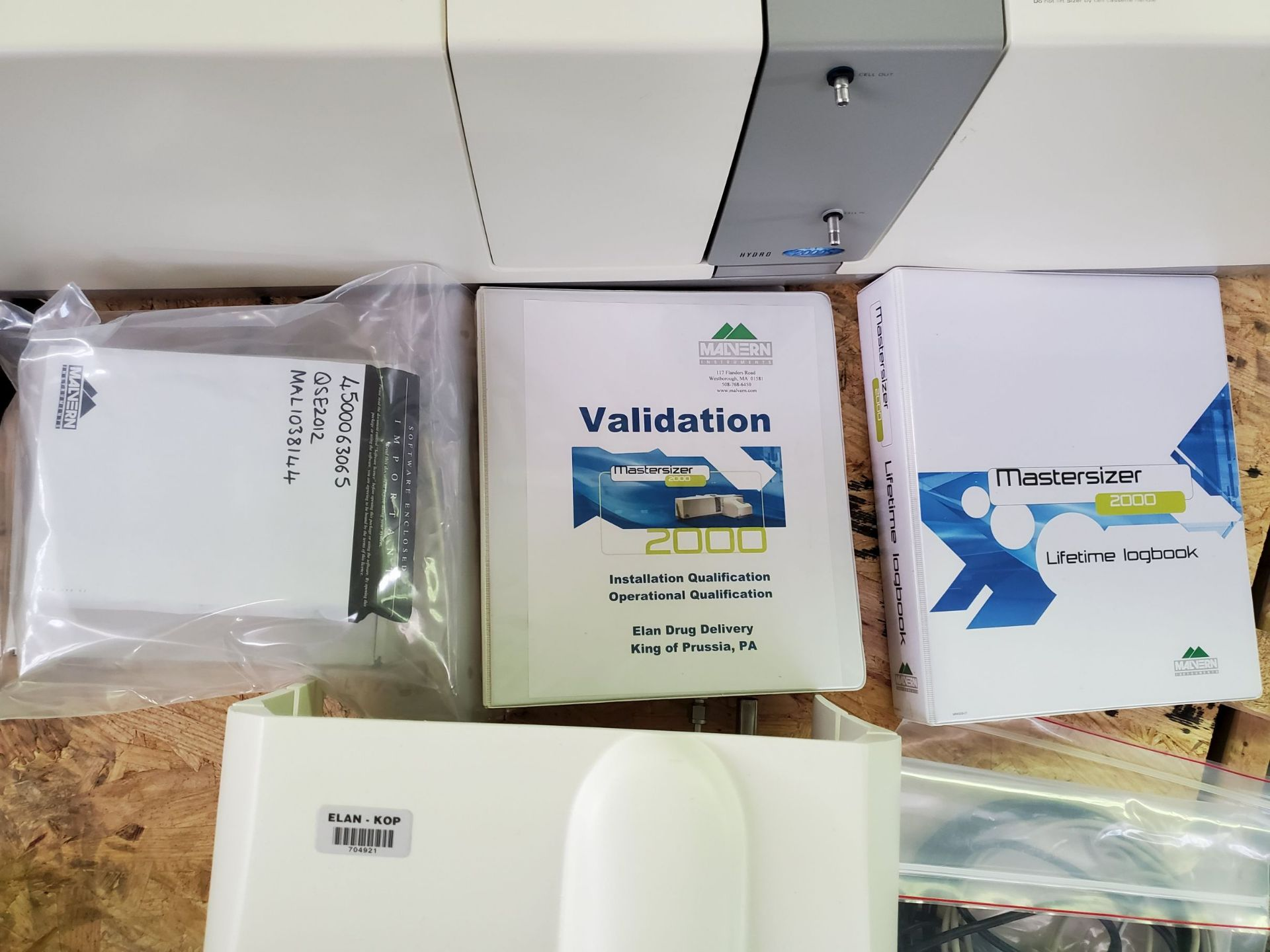 Lot 14 - Malvern Mastersizer 2000 Particle Size Analyzer, with manuals, documents and software