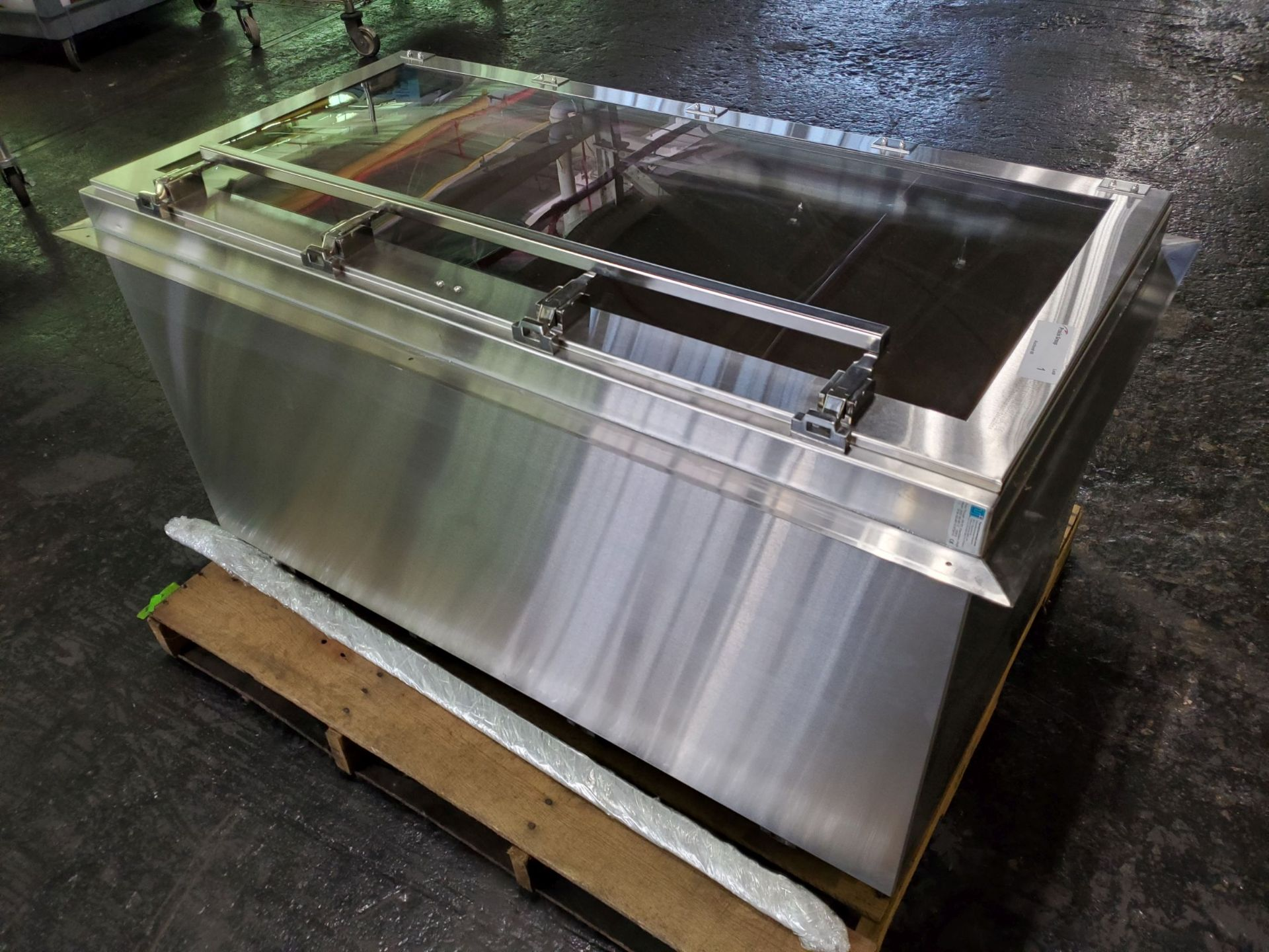 Terra Universal Pass-Thru Chamber, wall mount, stainless steel frame with plexiglass windows, - Image 2 of 4