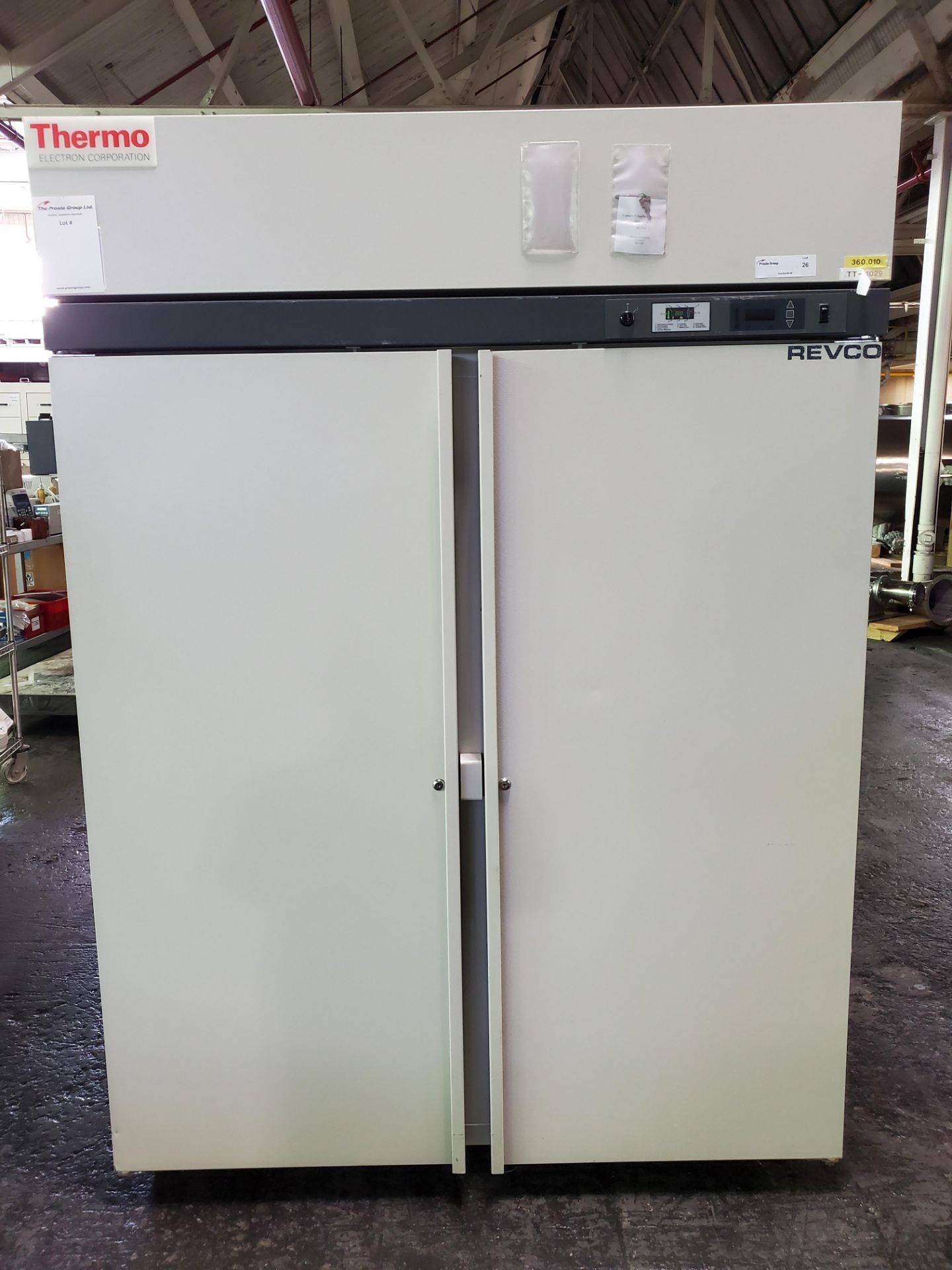 "Lot 26 - Revco/Thermo Electron Freezer, model REL5004A21, 53"" wide x 25""deep x 53"" high chamber, R134a"