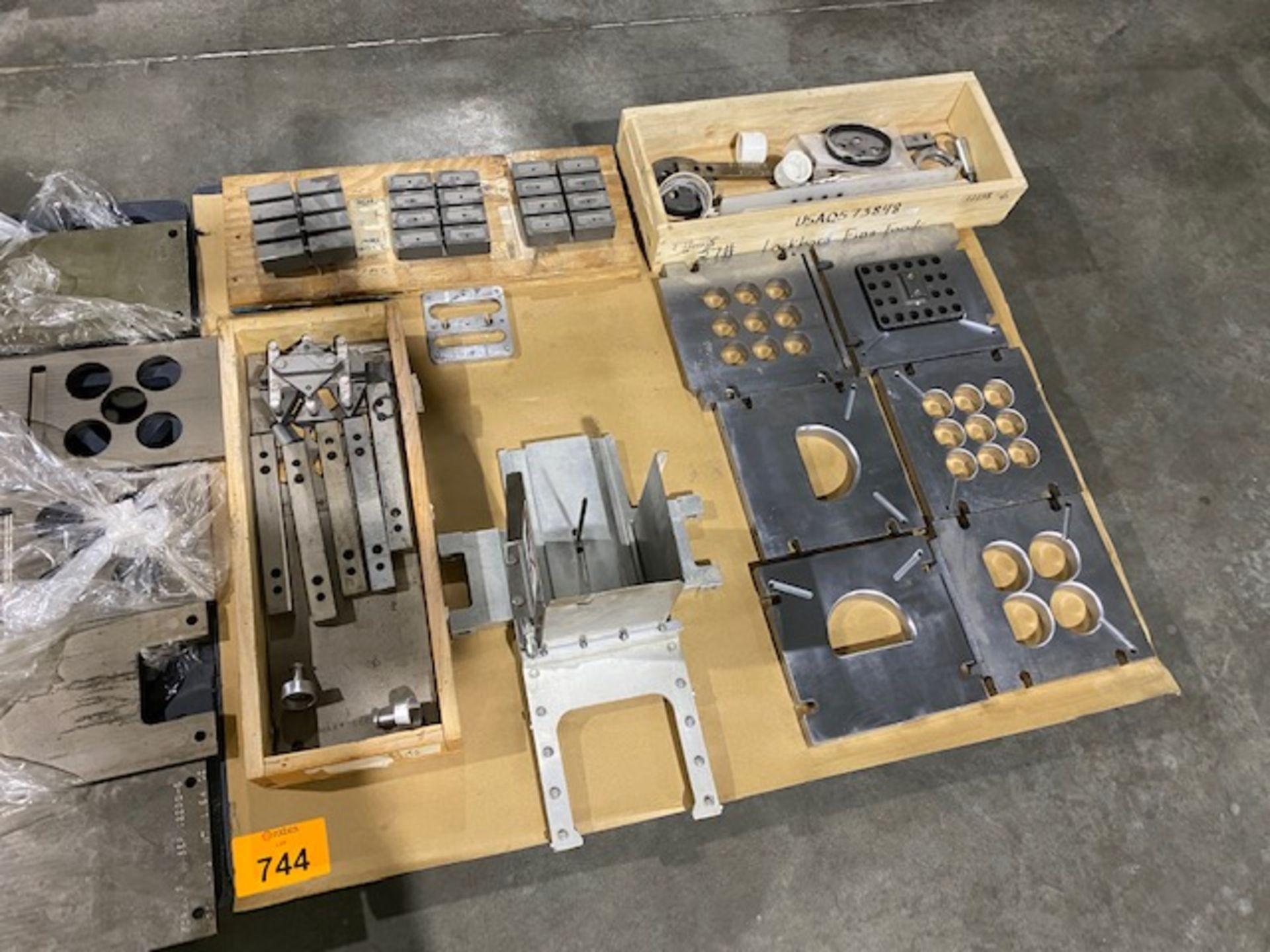 Lot 744 - Fromax 6 Change Parts