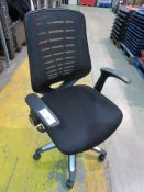 6 X BLACK UPHOLSTERED SWIVEL OFFICE ARMCHAIRS
