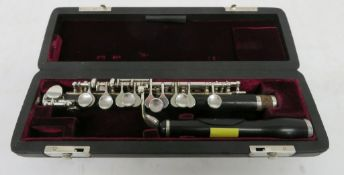 Philipp Hammig Markneukirchen piccolo with case. Serial number: 31665. Please note that th