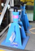 2x OMCN Axle Stands SWL 5000kg.