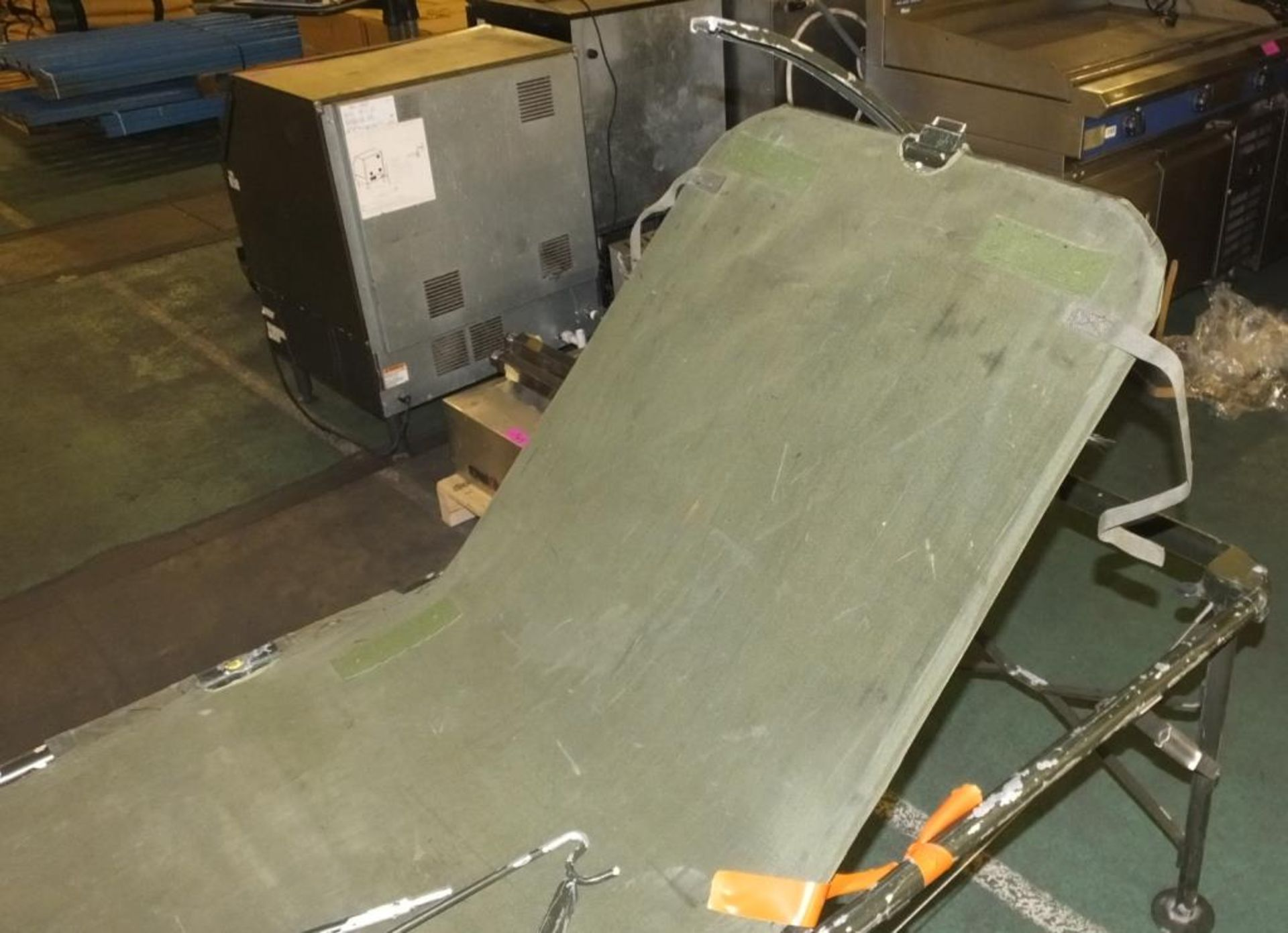 Lot 1015 - Field operating bed - fold out