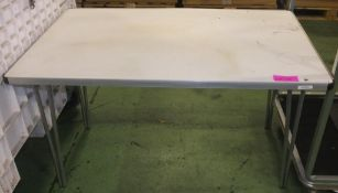 Folding leg desk