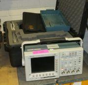 Tektronix TDS 3054B Digital Phospher Oscilloscope + Case