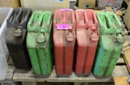 5x Jerry cans