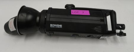 Bowens Gemini GM1000PRO studio light with cables