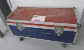 Flight case. Dimensions: 118x49x59cm (LxDxH)