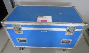 Flightcase. Dimensions: 115x60x73cm (LxDxH)