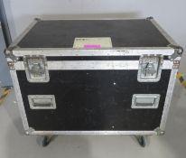 Flightcase. Dimensions: 93x62x76cm (LxDxH)