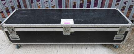 Flightcase. Dimensions: 214x63x56cm (LxDxH)