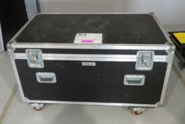 Flightcase with a large quantity of various 100m & 50m extensions cables. Dimensions: 126x