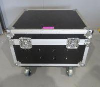 Flightcase. Dimensions: 68x62x53cm (LxDxH)
