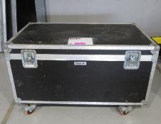 Flightcase. Dimensions: 125x65x76cm (LxDxH)