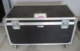 Flightcase. Dimensions: 126x65x76cm (LxDxH)