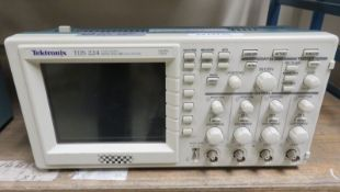 Tektronix TDS 224 Four Channel Digital Real Time Oscilloscope 100MHz 1GS/s (No Power Cable