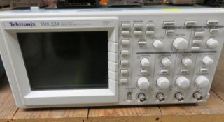 Tektronix TDS 224 Four Channel Digital Real Time Oscilloscope - 100MHz 1GS/s (No Power Cab