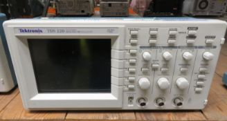 Tektronix TDS 220 Two Channel Digital Real Time Oscilloscope - 100MHz 1GS/s (No Power Cabl