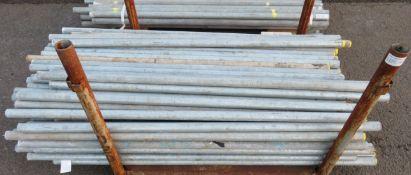 100x Various Length Galvanised Steel Scaffolding Poles. Lengths Range Between 5.5t - 6ft.