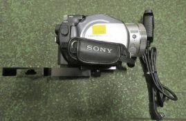 Sony Handycam HDR-UX1E, Nikon MC-30 trigger button / remote cord