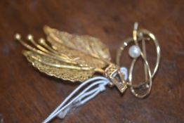 A lady's yellow metal fern leaf brooch and another brooch set with a pearl (2) total weight 10.8g