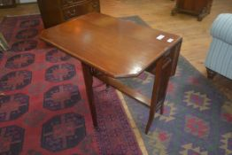 An Edwardian mahogany Sutherland table with crossbanded top
