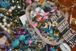 A bag of costume jewellery (a lot)