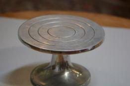A Norlyn cast aluminium two part potter's wheel (h.14cm x d.24cm), £20-40