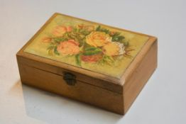 A 19thc satinwood box with floral decorated panel (h.6cm x 17.5cm), £10-20