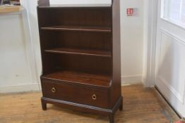 A Stag Mistral mahogany upright waterfall bookcase fitted two adjustable shelves and single drawer,