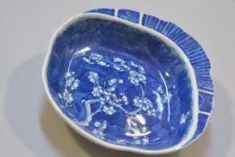 A 19thc Chinese porcelain shell shaped serving dish with prunus underglaze blue design (h. 4.5cm