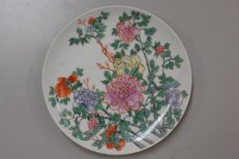 A Chinese Republic porcelain plate with handpainted chrysanthemum decoration (d. 24cm), six