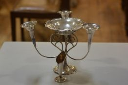 An Edwardian Epns three branch epergne stand complete with centre dish (h.19cm)