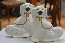 A pair of 19thc china chimney spaniels decorated with polychrome enamels (h.29cm x l.26cm)