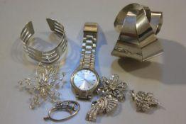 A gentleman's Accurist stainless steel quartz wristwatch on metal bracelet, three various