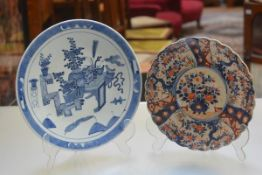 A modern Chinese circular plaque and a Japanese scalloped Imari decorated dish (d.35cm and d.30cm)